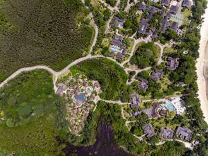 Luftbild des Constance Ephelia Strandresorts auf Mahé, Seychellen