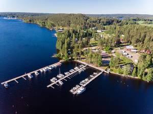 Luftbild des Urlaubsgebiets Padasjoki, Finnland, mit Hafen im Päijänne-See
