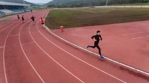 Luftbild eines Läufers - ASICS Trainingscamp auf Mallorca
