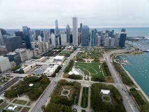 Luftbild: Grant Park mit der Skyline von Chicago im Hintergrund