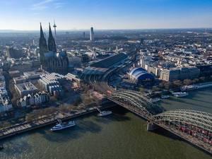 Luftbild: Hohenzollernbrücke und Dom in Köln
