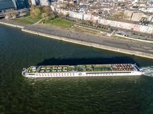 Luftbild: Kreuzfahrtschiff Arosa legt in Köln-Deutz ab