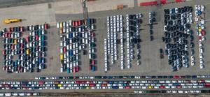 Luftbild: Neuwagen von oben