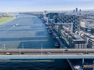 Luftbild: Severinsbrücke mit den Kranhäusern