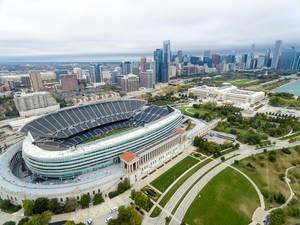 Luftbild: Soldier Field, Museum Campus, The Field Museum, Skyline von Chicago