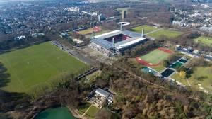 Luftbild vom RheinEnergieStadion und Sportplätzen