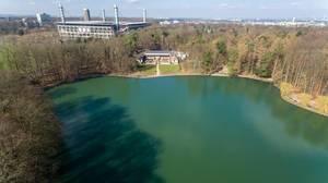 Luftbild vom See Adenauer Weiher,  RheinEnergieStadion im Hintergrund