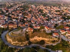 Luftbild von Häusern in Afitos, Griechenland