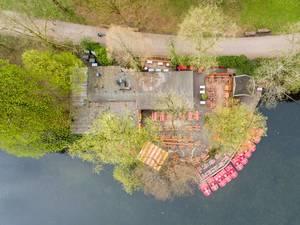 Luftbild von Tretbooten am Teich im Park Volksgarten in Köln