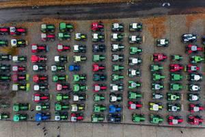 Luftbild zeigt Traktorendemo der Landwirte als Protestaktion gegen Protest gegen Agrarpläne der Bundesregierung