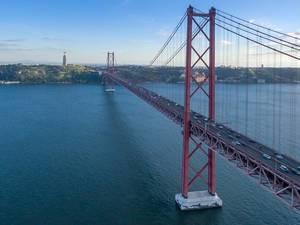 Luftbildaufnahme: Brücke des 25. April