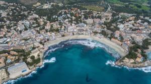 Luftbildaufnahme des Strands in Peguera, Mallorca