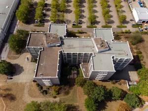 Luftbildaufnahme vom Gebäude der QSC AG in Köln