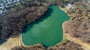 Luftbildaufnahme vom See Adenauer Weiher in Köln