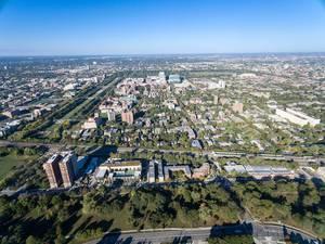 Luftbildaufnahme von Vista Homes, Earl Shapiro Hall und Hyde Park