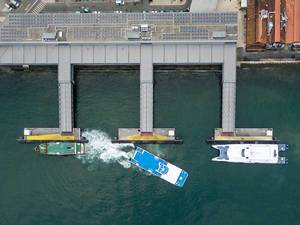 Luftbildaufnahme: Yachten legen ab in Lissabon