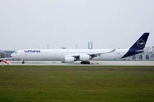 Lufthansa Airbus A340 Flugzeug am Flughafen München