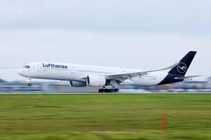 Lufthansa Airbus A350 startet vom Flughafen München, D-AIXJ