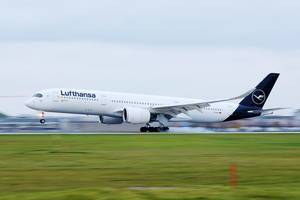 Lufthansa Airbus A350 taking off from Munich Airport, D-AIXJ