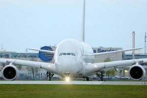 Lufthansa Airbus A380 Flugzeug am Flughafen München