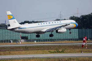 Lufthansa Retro Flugzeug startet