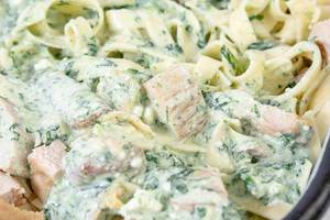 Macaroni with Spinach and Chicken Meat closeup image (Flip 2019)