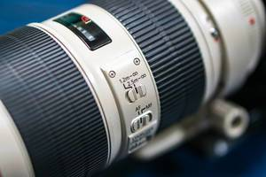 Macro shot of 70-200mm lens switches
