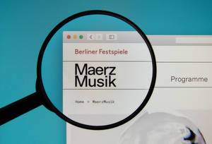 MaerzMusik logo on a computer screen with a magnifying glass