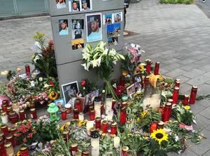 Mahnwache für Gianluca an der Aachener Straße, der als Unbeteilligter bei einem Straßenrennen in Köln uns Leben gekommen ist.