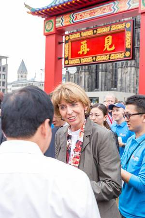 Major Henriette Reker talking to representatives of the Chinese community at Chinafest in Cologne