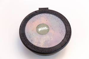 Make Bowl Mitnahme Dose mit Wassertropfen auf dem Deckel vor weißem Hintergrund
