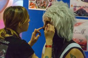 Make-up artist doing make-up for a cosplayer at Gamescom 2018