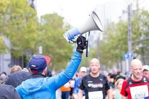 Man with a bullhorn - Frankfurt Marathon 2017