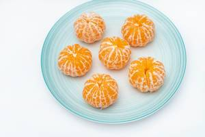Mandarines served on the blue plate (Flip 2019)