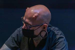 Mann mit Digital Implantaten auf der Digital X in Köln