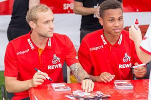 Marcel Risse und Nikolas Nartey während der Autogrammstunde