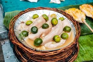 Mariniertes Schweinefleisch mit Calamondin Orangen und Knoblauchöl
