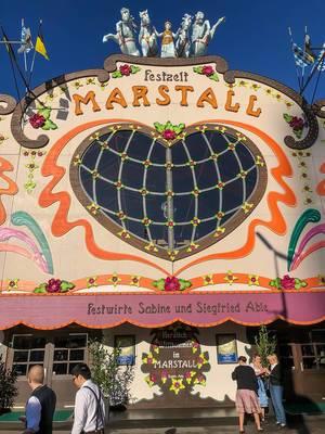 Marstall Feszelt bunte und malerische Fassade