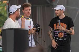 Marteria, Casper und Kameramann auf der Bühne