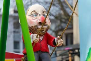 Martin Schulz beim Schaukeln - Kölner Karneval 2018
