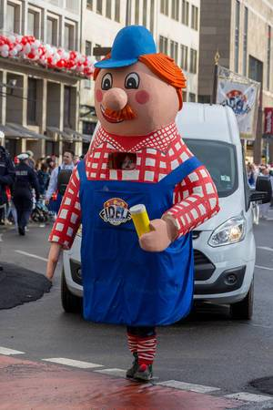 Maskottchen der KKG Fidele Fordler von 2001 beim Rosenmontagszug - Kölner Karneval 2018
