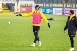 Mats Hummels diskutiert mit Mario Götze während dem Training von Borussia Dortmund