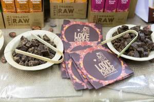Maulbeere-Vanille und Kirsch-Chili Bio-Schokolade von Lovechock