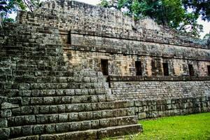 Maya-Ruinen im Regenwald