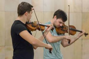 Men playing violins in Moscow Metro