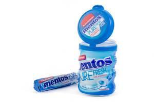 Mentos Pure Fresh Kaugummis in zwei verschiedenen Verpackungen