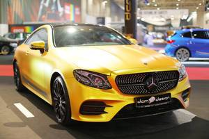 Mercedes-Benz CL 63 AMG im Gelb auf dem Auto Show in Bukarest