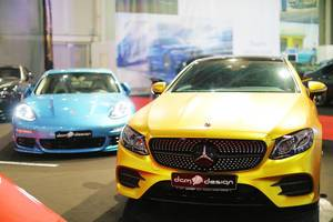 Mercedes-Benz CL63 AMG im Gelb und im Blau, Aufnahme von vorne