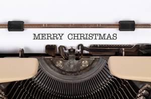 Merry Christmas mit einer alten Schreibmaschine geschrieben