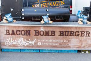 Messestand von Bacon Bomb Burger - Gamescom 2017, Köln